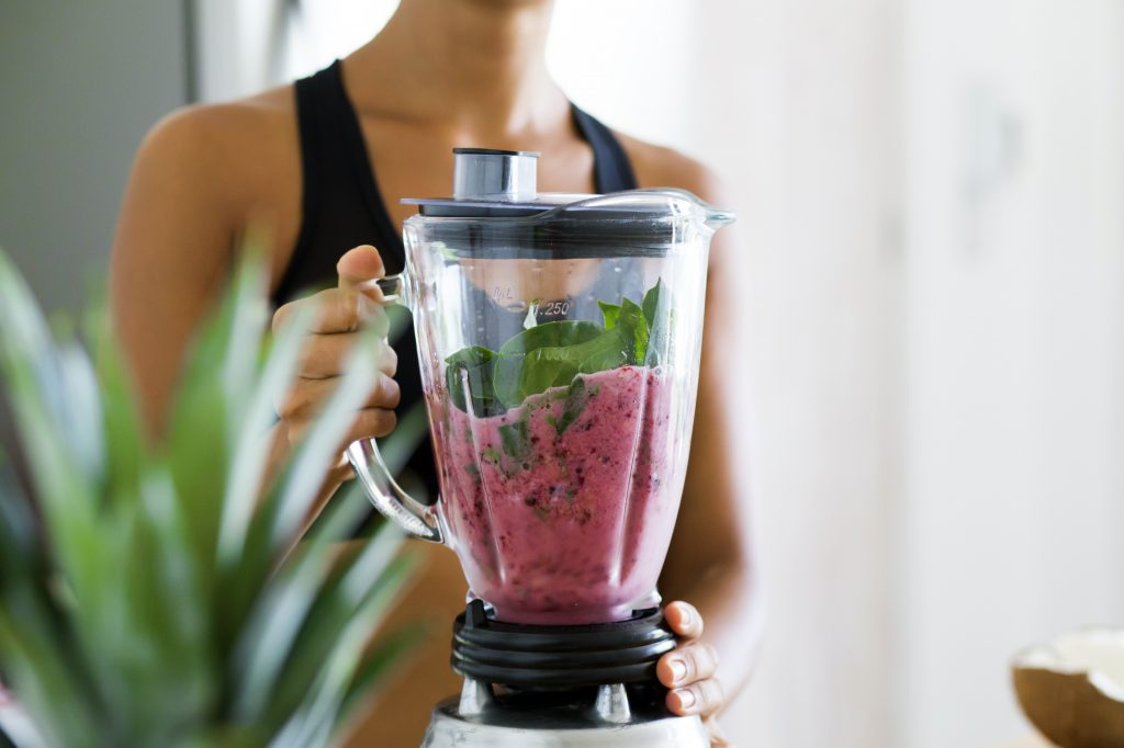 How to Make a Healthy Smoothie in a Blender